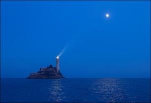 Fastnet-Moon-2